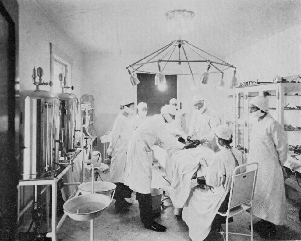 Operating_room_at_the_Brinkley_Hospital