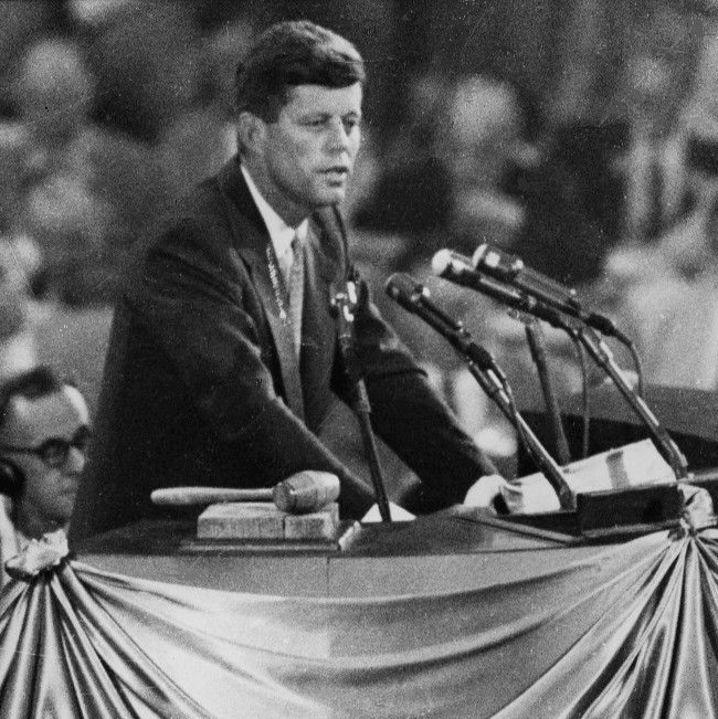 John_F._Kennedy_nominates_Adlai_Stevenson_1956_(cropped)