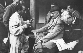 Scuderia_Ferrari_-_Monza,_1953_-_Enzo_Ferrari_&_Mike_Hawthorn