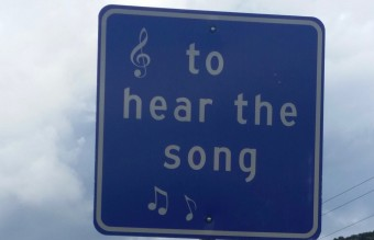 Sign_beside_Tijeras_Musical_Road