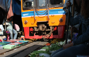 Train_at_Samut_Songkhram_market_on_the_rails