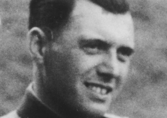 Josef_Mengele,_Auschwitz._Album_Höcker_(cropped)