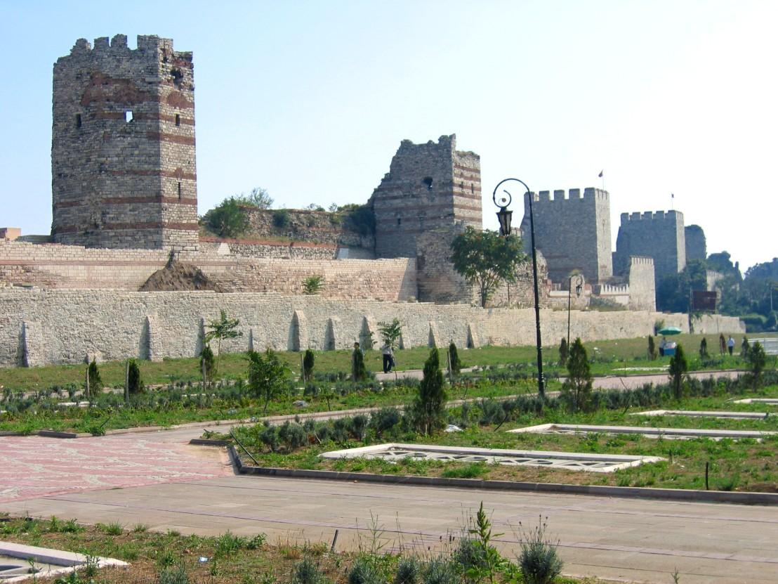 Theodosianische_Landmauer_in_Istanbul