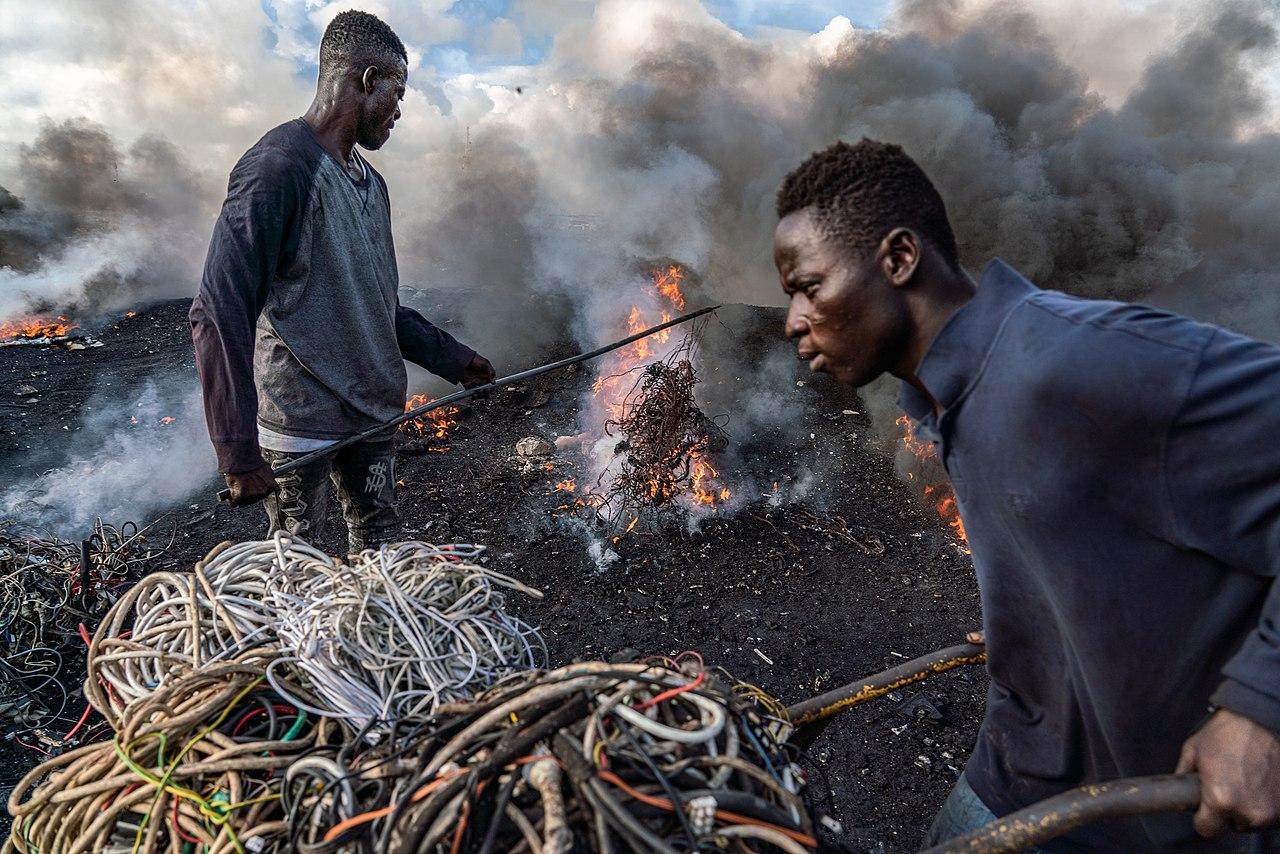 Това е най-отровното място на Земята. 40-годишните ги считат за старци - Депо в Гана