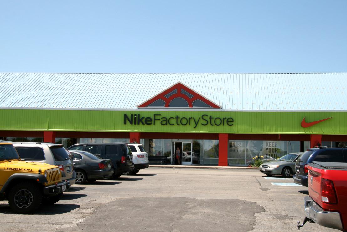 15-08-NikeFactoryStore_Wisconsin_IMG_1218