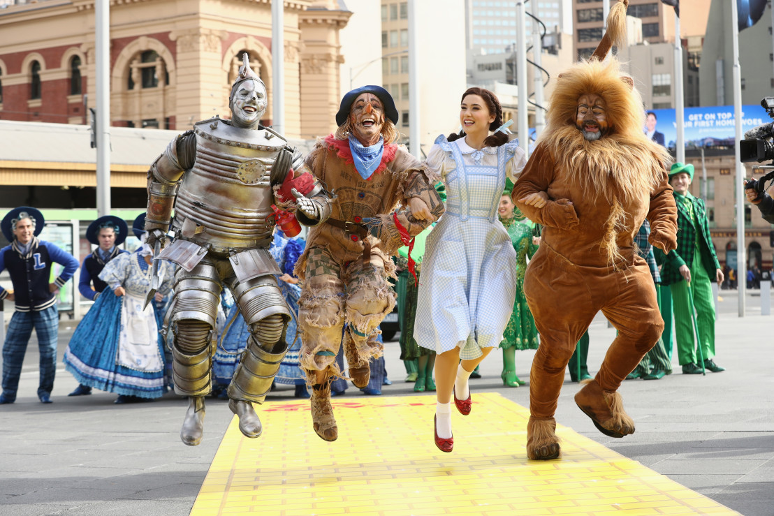 The Wizard of Oz Cast Walk The Streets Of Melbourne