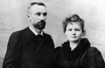 Pierre_Curie_et_Marie_Sklodowska_Curie_1895
