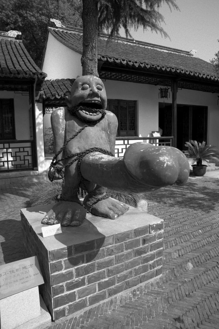 Status_of_a_man_with_a_big_sex_in_Tongli