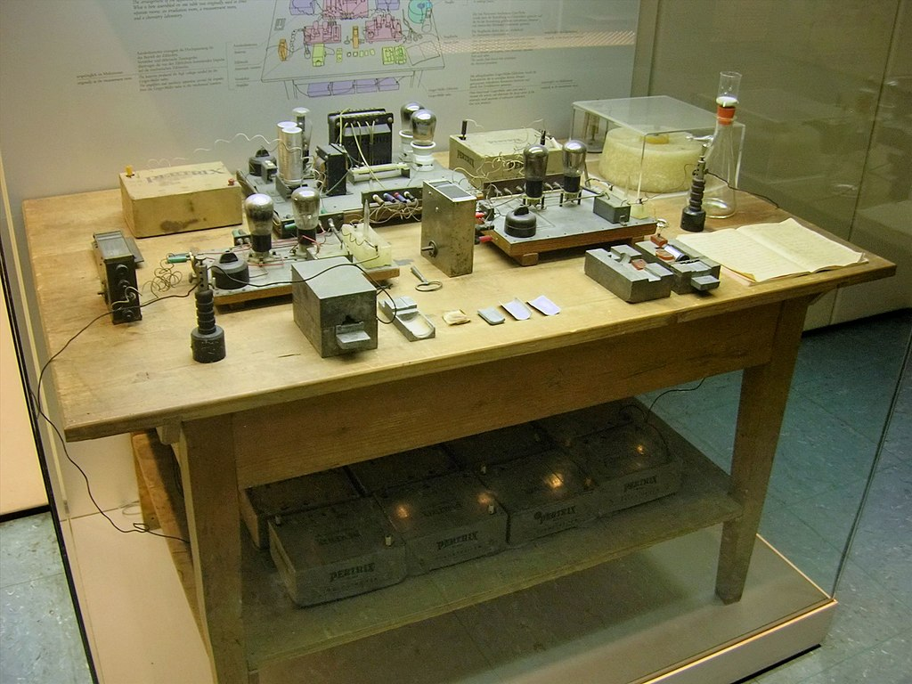 1024px-Nuclear_Fission_Experimental_Apparatus_1938_-_Deutsches_Museum_-_Munich