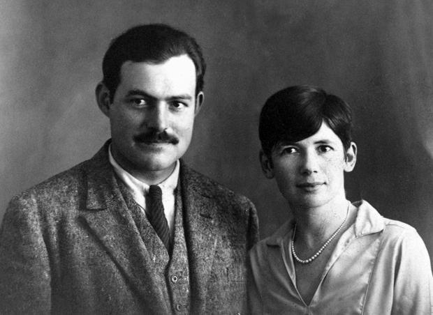 Ernest_and_Pauline_Hemingway,_Paris,_1927