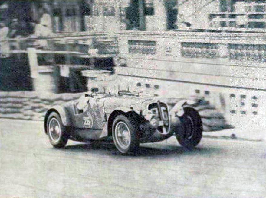 Laury_Schell,_vainqueur_de_la_Coupe_du_Prince_Rainier_II_en_août_1937,_sur_Delahaye_1.5L_à_Monaco