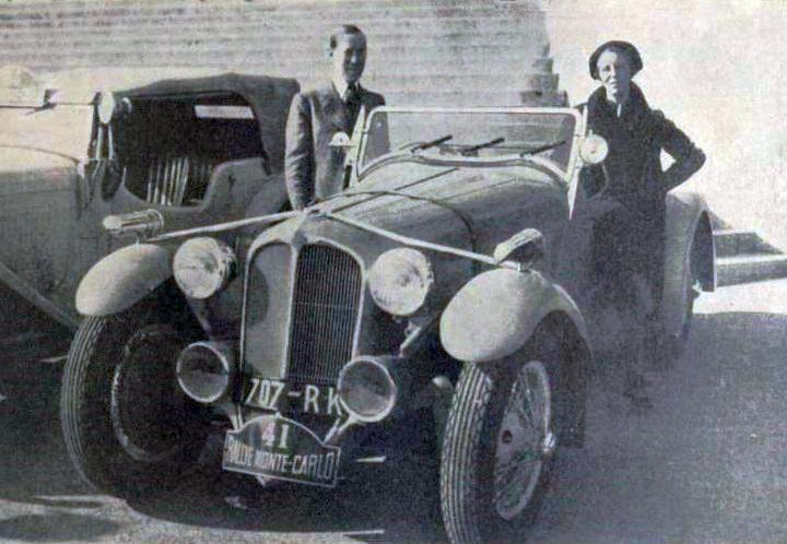 Laury_et_Lucy_Schell,_deuxièmes_du_rallye_Monte-Carlo_1936_sur_Delahaye_18CV_Sport_6_cylindres,_à_2-5e_de_seconde_du_premier