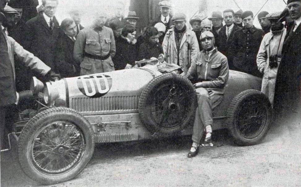 Lucy_Schell_à_la_Coupe_de_Bourgogne_1928,_sur_Bugatti_37A