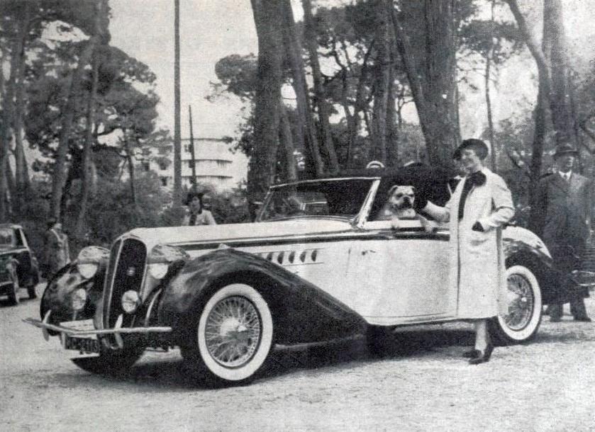 Lucy_Schell,_victorieuse_du_Concours_d'élégance_automobile_de_Juan-les-Pins_en_mai_1938,_sur_Delahaye_cabriolet_décapotable_carrossée_par_Chapron