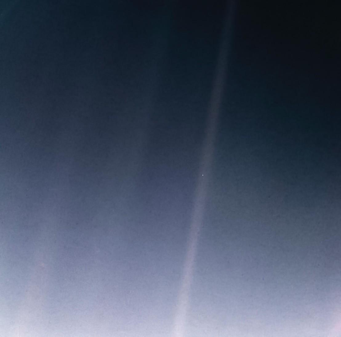 PIA23645-Earth-PaleBlueDot-6Bkm-Voyager1-orig19900214-upd20200212