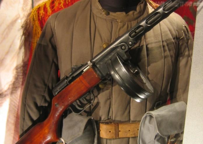 Mémorial_uniforme_soviétique_WWII (1)