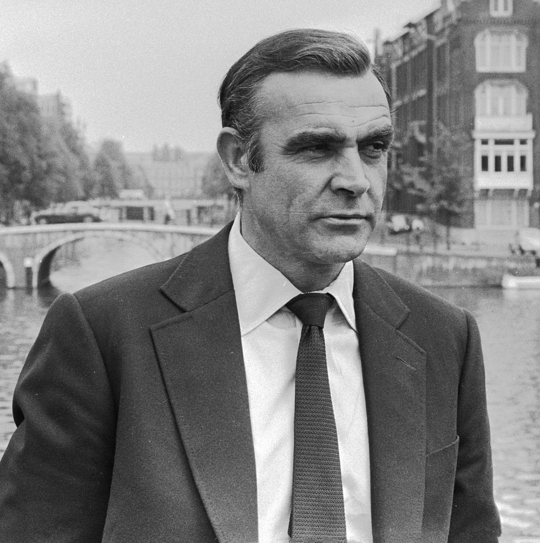 Sean_Connery_as_James_Bond_(1971,_cropped)