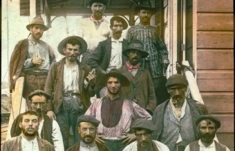 Spanish_laborers_on_Panama_Canal_in_early_1900s