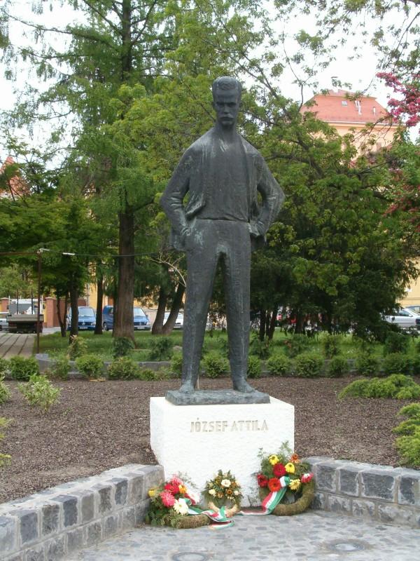 József_Attila-emlékszobor_(Varga_Imre,_1964),_Szeged-ja-1
