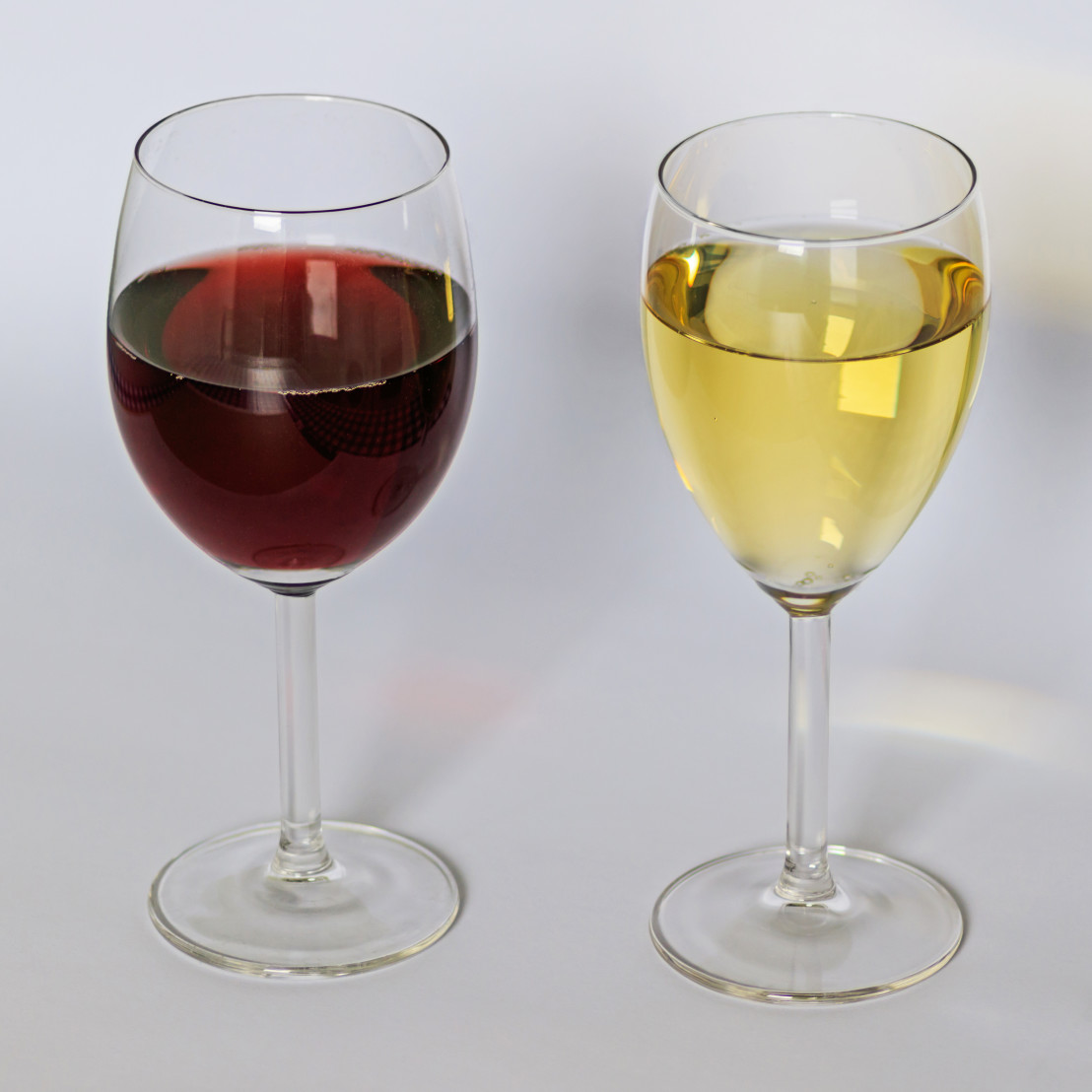 Red_and_white_wine_12-2015