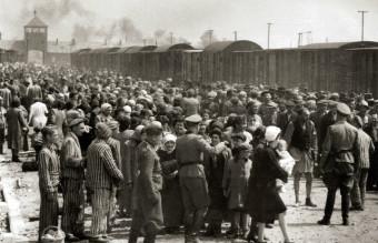 Selection_on_the_ramp_at_Auschwitz-Birkenau,_1944_(Auschwitz_Album)_1a