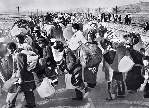 South_Korean_refugees_mid-1950