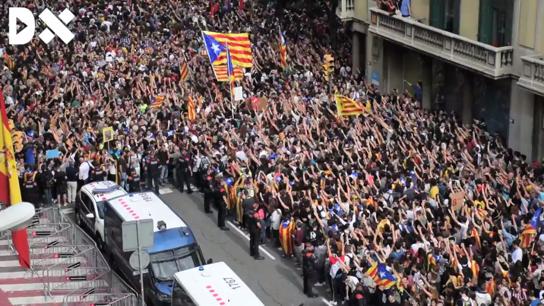 Demonstration_in_front_of_the_headquarters_of_the_Spanish_National_Police_in_Barcelona