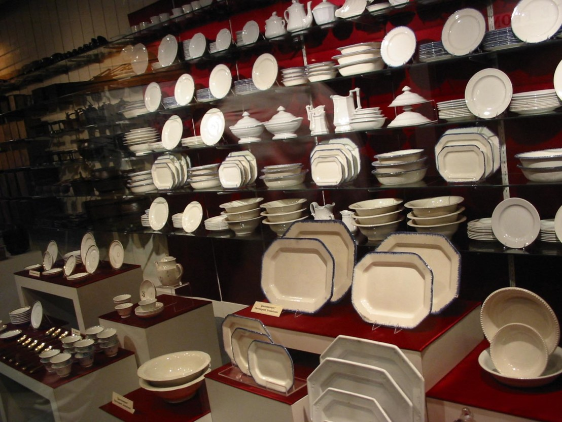 Dishes_Arabia_Steamboat_Museum