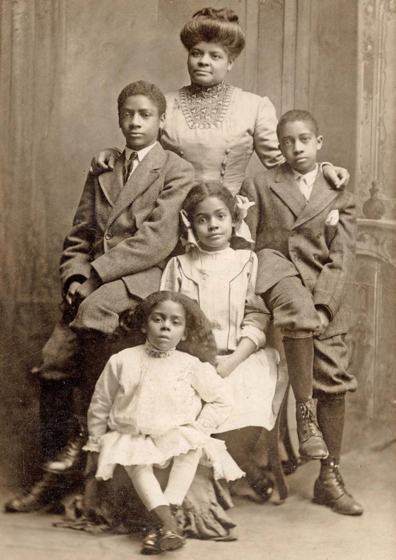 Ida_B_Wells_with_her_children,_1909_(cropped)