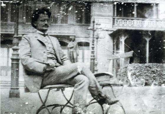 Trotsky_in_Vienna
