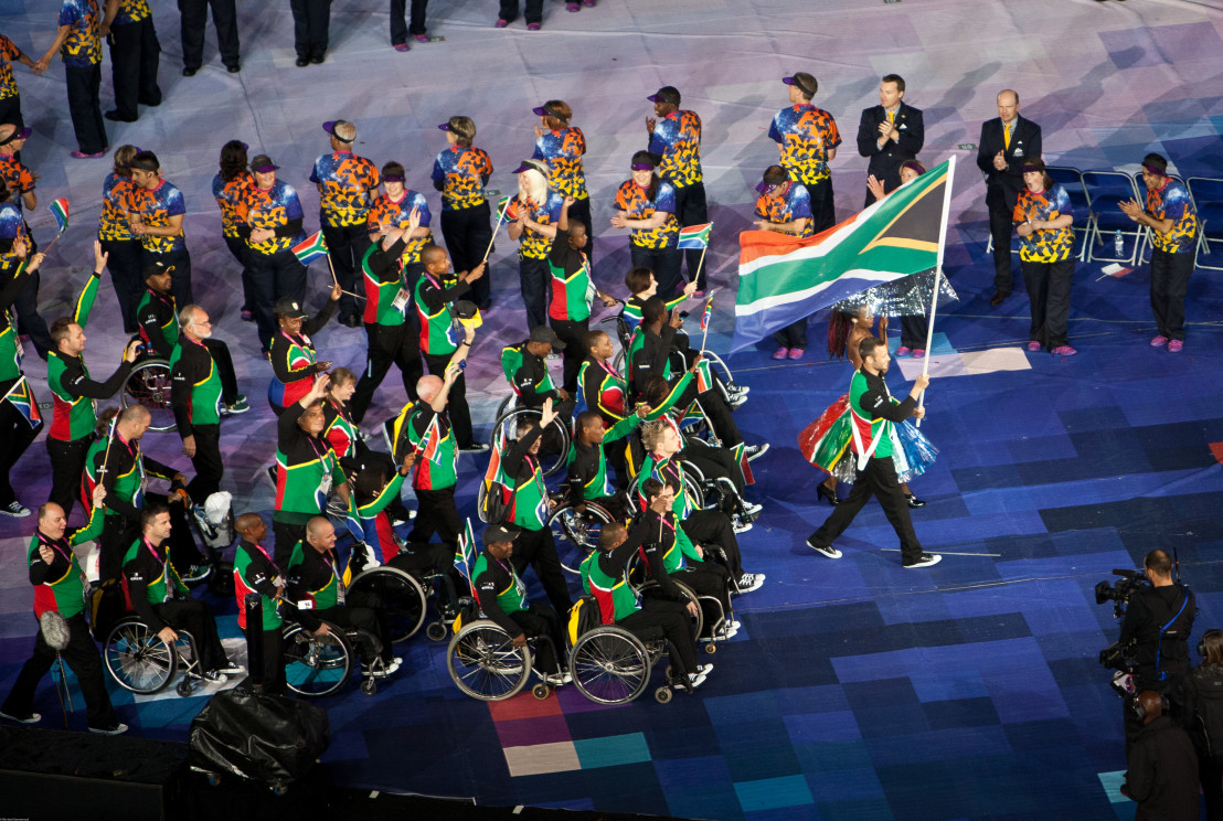 Oscar_Pistorius_leading_South_Africa's_Paralympic_Team_in_the_opening_ceremony_of_the_2012_Summer_Paralympics_in_London_-_20120829 (1)