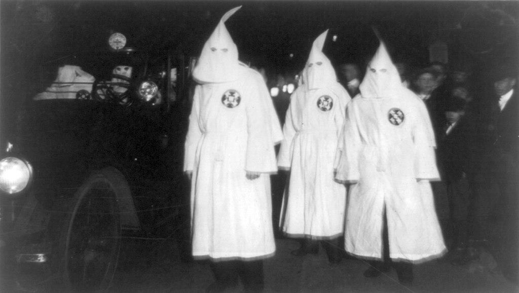 1024px-Ku_Klux_Klan_Virginia_1922_Parade