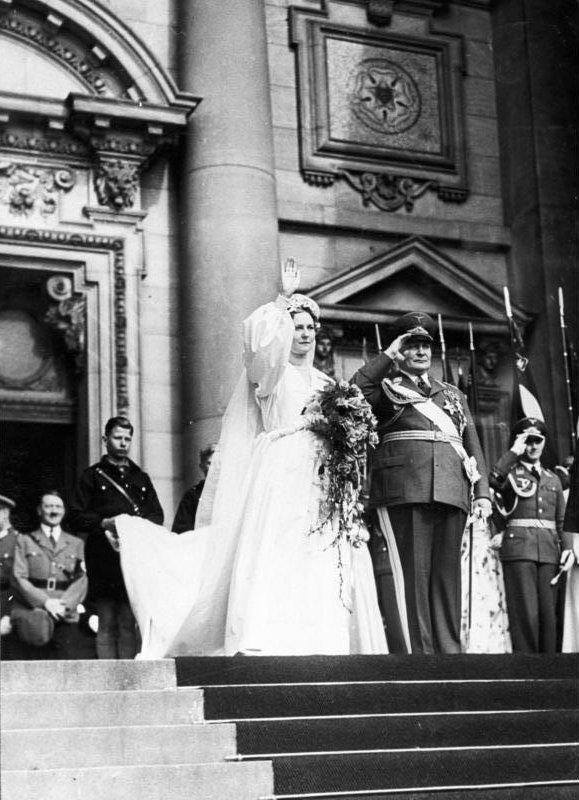Bundesarchiv_B_145_Bild-F051618-0010,_Berlin,_Trauung_Hermann_Göring_mit_Ehefrau_Emmy