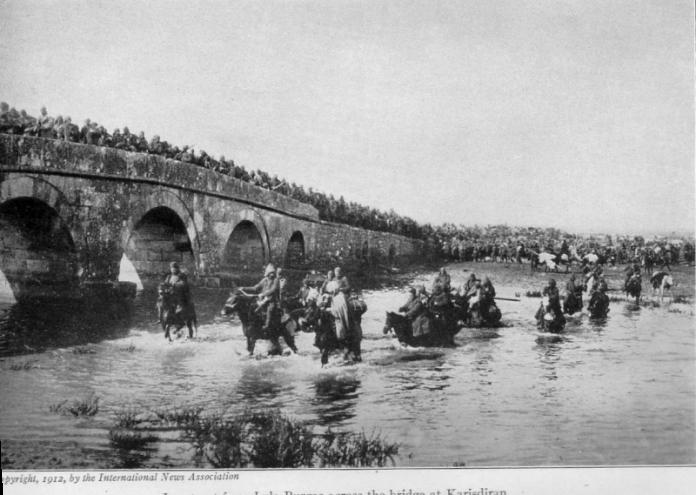 Ottoman_troops_in_retreat_from_Lule_Burgas_across_the_bridge_at_Karisdiran_(1912)