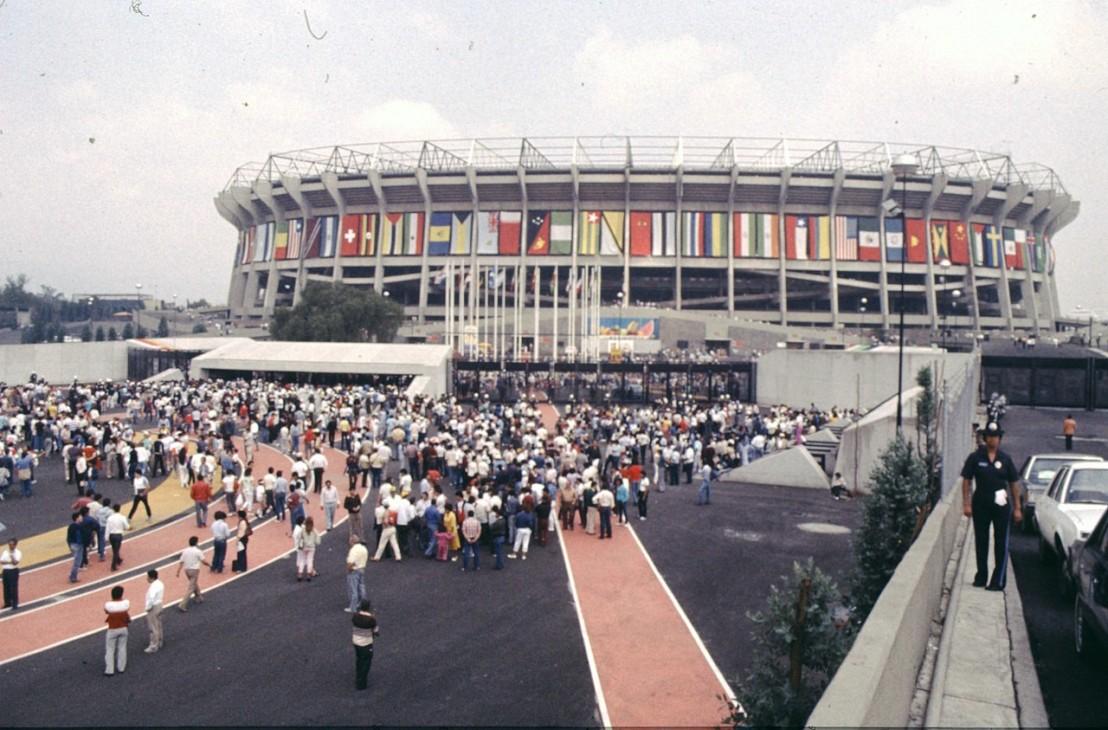 1280px-Mexico_stadium_1986