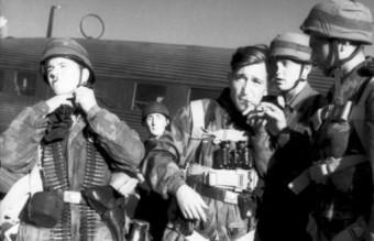 Kreta, Fallschirmjäger vor Start mit Ju 52