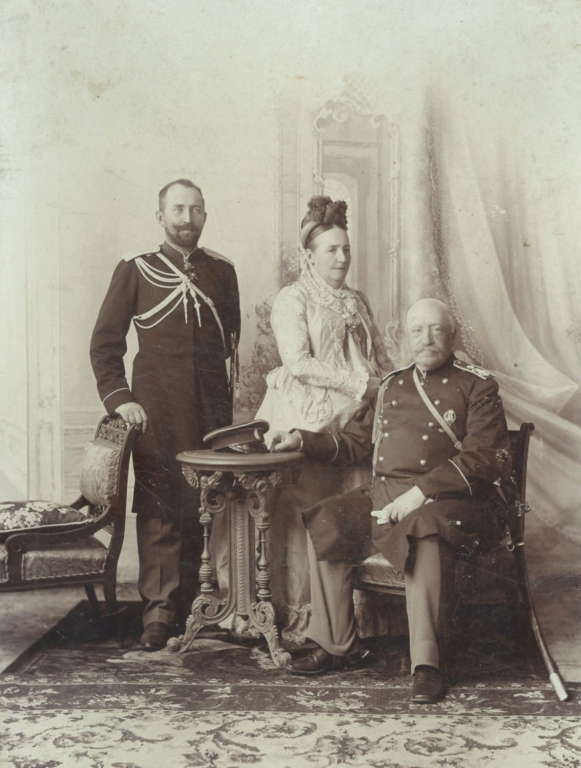 Count_Ignatyev_with_his_wife_and_their_son