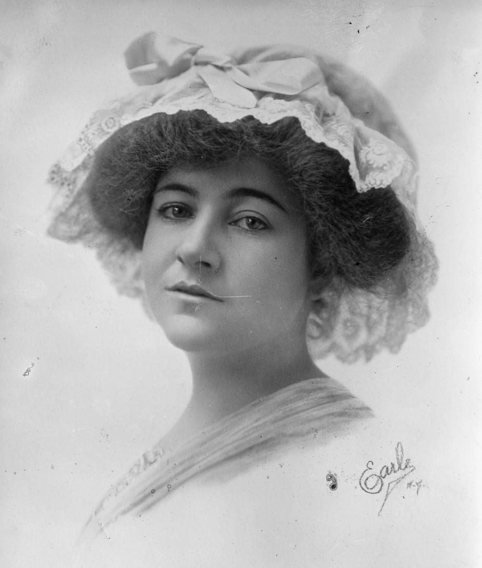 Dorothy_Arnold_portrait