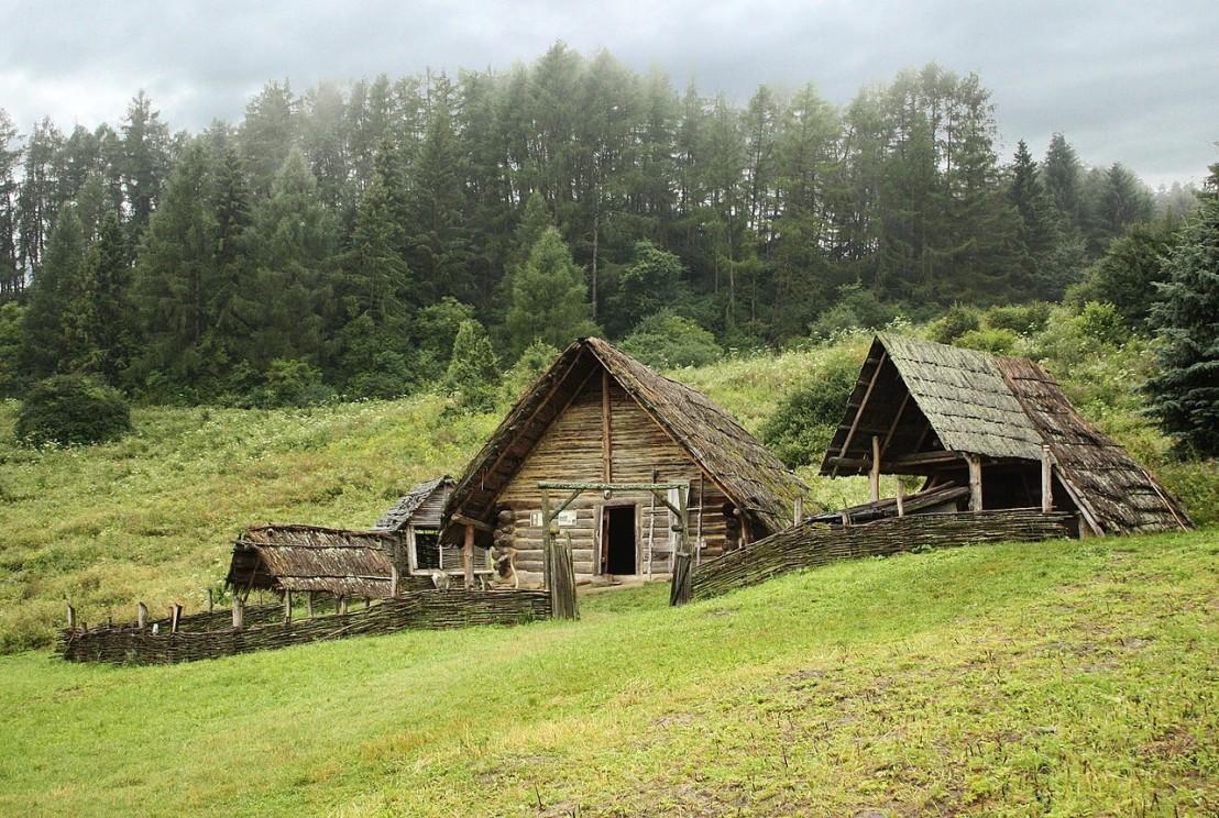 1280px-Celtic_settlement-Open-Air_Archaeological_Museum_Liptovska_Mara_-_Havranok,_Slovakia_1