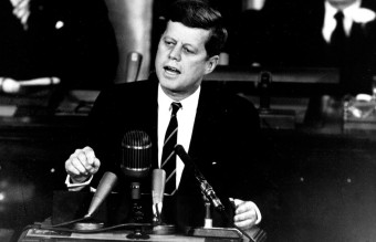 1280px-Kennedy_Giving_Historic_Speech_to_Congress_-_GPN-2000-001658