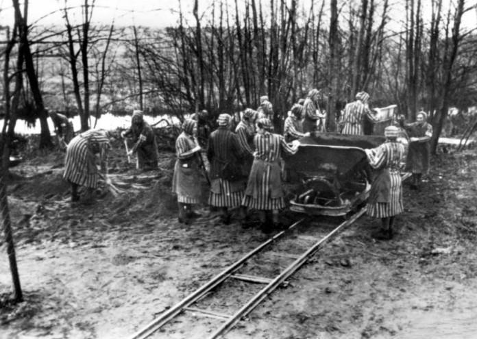 Bundesarchiv_Bild_183-1985-0417-15,_Ravensbrück,_Konzentrationslager