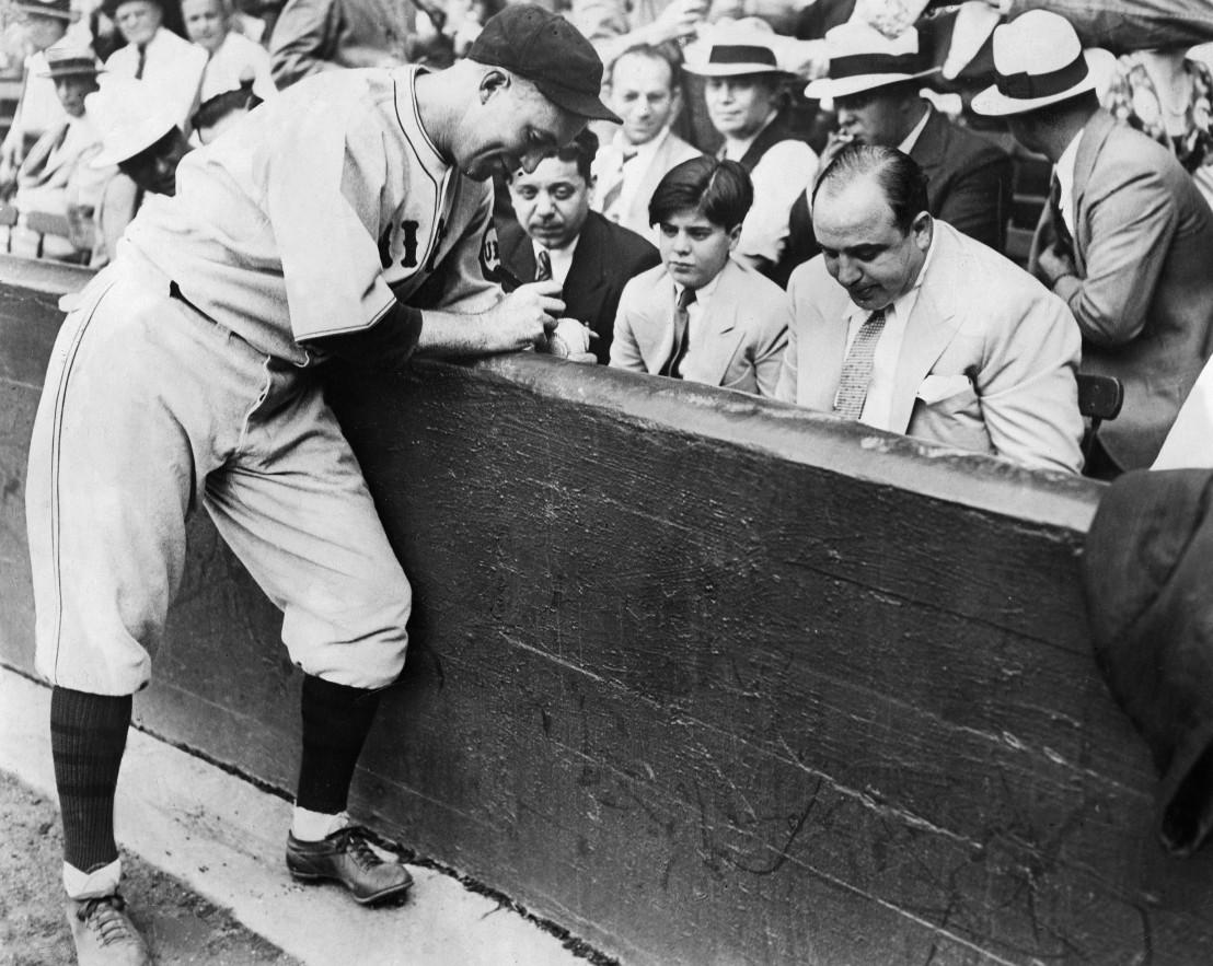 Al Capone (1899-1947) Verbrecher USA - mit Sohn bei Baseballmatch