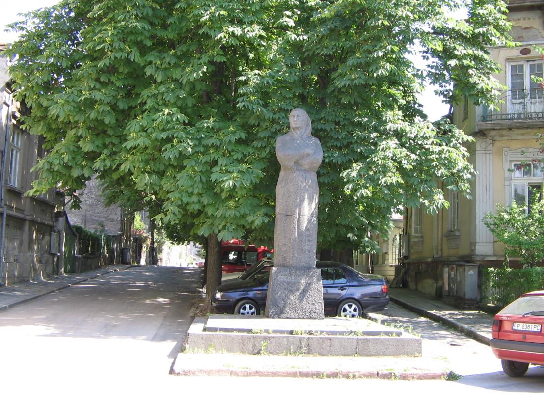 Rousse-Baba-Tonka-monument