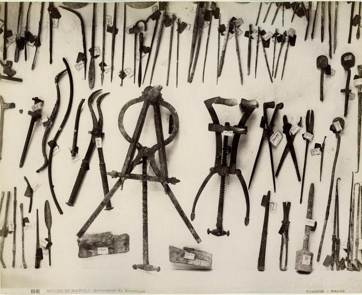 Sommer,_Giorgio_(1834-1914)_-_n._11141_-_Museo_di_Napoli_-_Strumenti_di_chirurgia