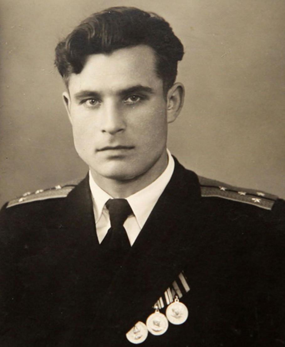 Vasili_Arkhipov_young