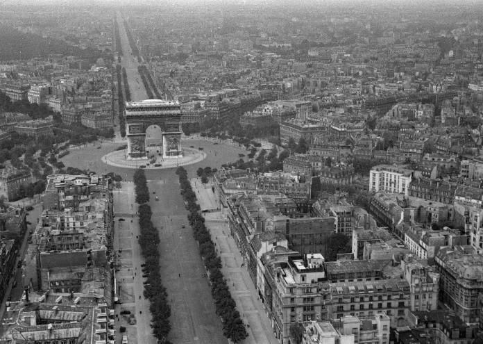 aerial photo of Paris during world war 2