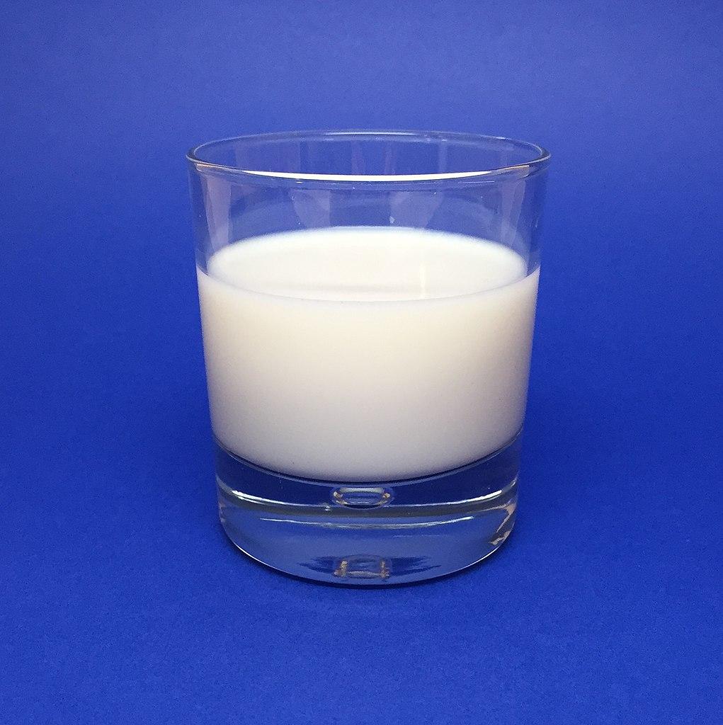 1021px-Glass_of_Milk_(33657535532)