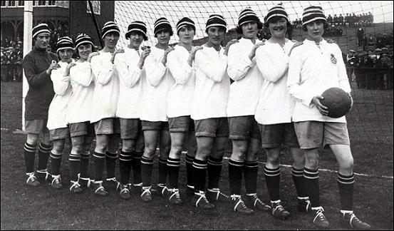 1921_Dick,_Kerr's_Ladies