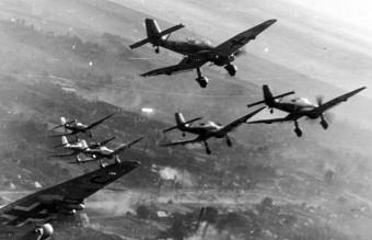 Bundesarchiv_Bild_101I-646-5188-17,_Flugzeuge_Junkers_Ju_87
