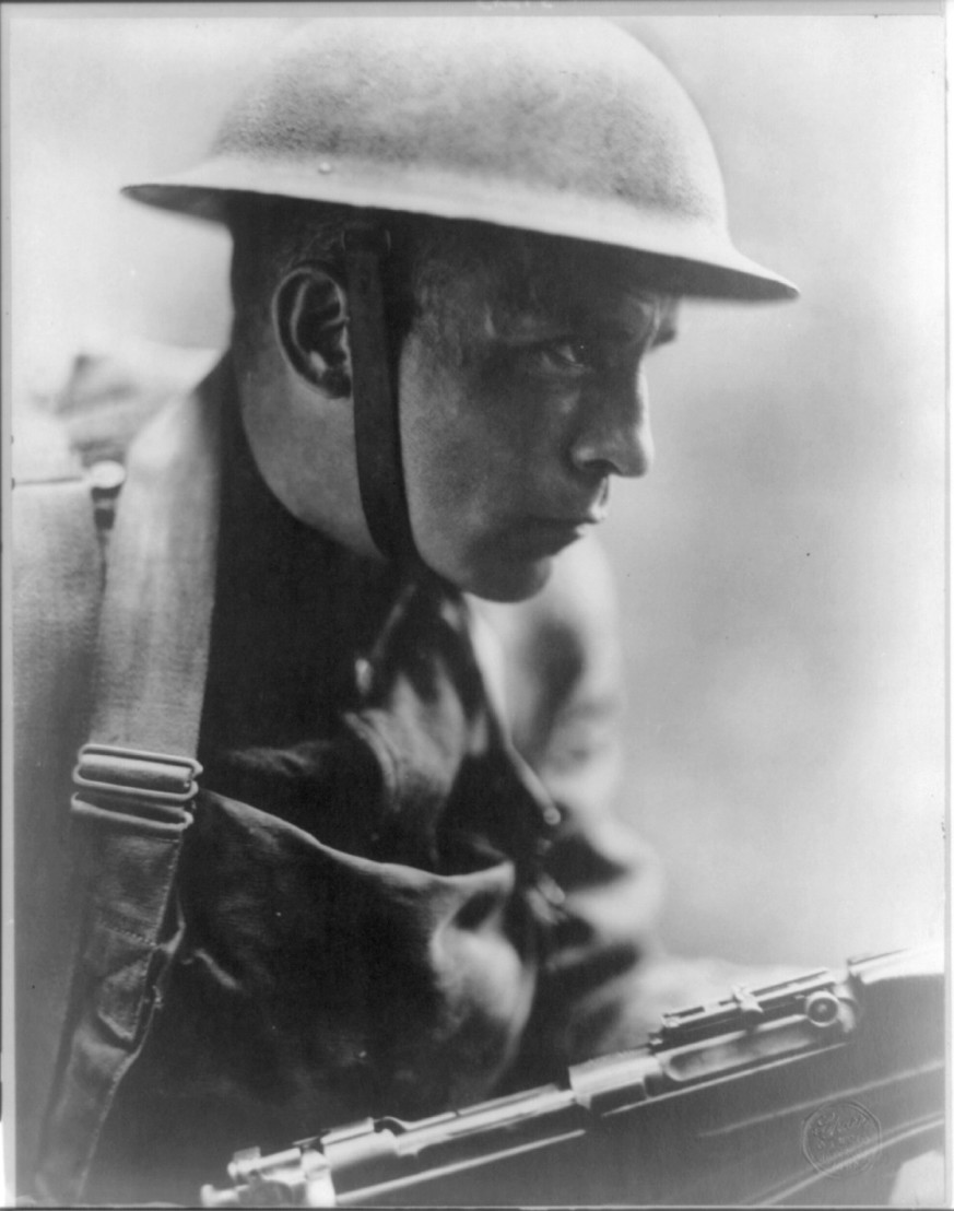 _Over_the_top__(close-up_of_doughboy_in_full_combat_dress)_LCCN2016647189